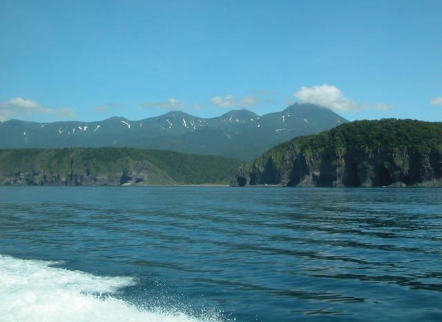 2006.07.05-11N- 043 知床・観光船.JPG