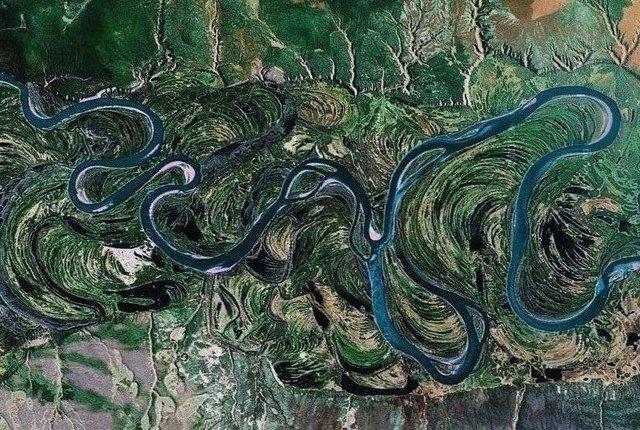 地球アート・迷う河.jpg