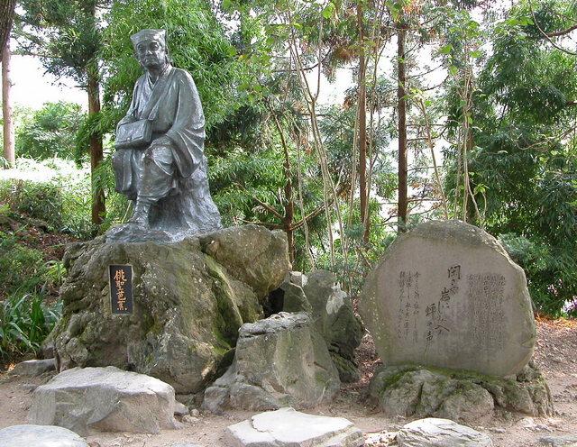山寺・芭蕉像1.jpg