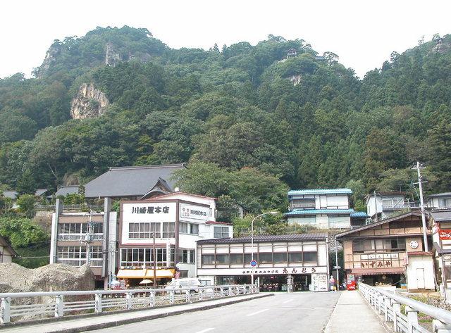山寺駅からの参道.jpg