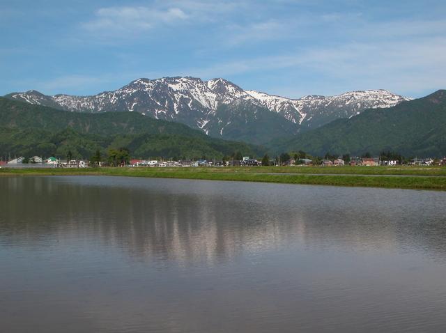 六日町・城内雪国まいたけ工場付近より(1280×816).JPG