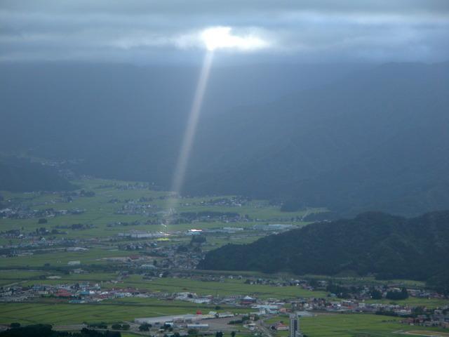2004.08.20 魚沼スカイラインより (スポットライト) (1280×960).jpg