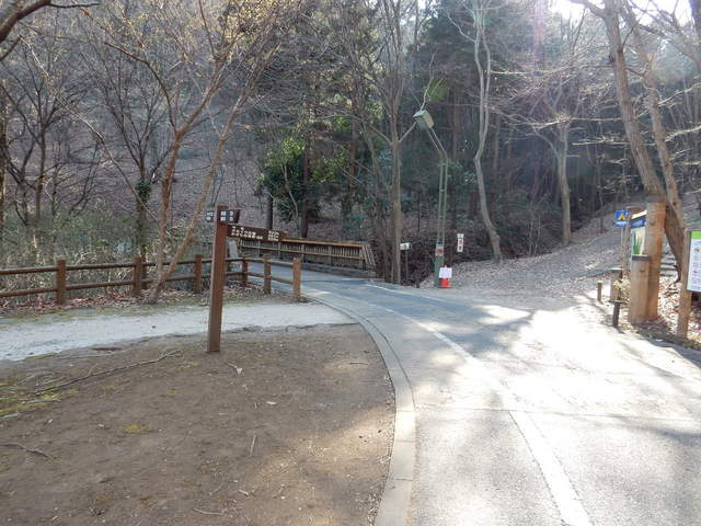 A012 2017.03.07 - 023 三毳山 (カタクリの園入り口).jpg