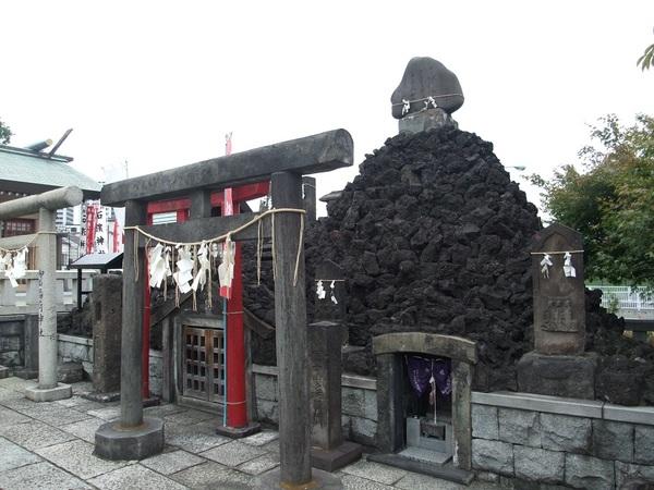 石浜神社富士塚30%.jpgのサムネイル画像