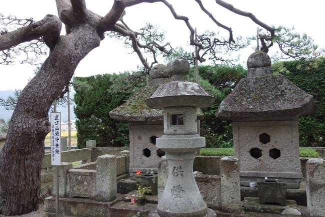 直江兼続夫婦の墓20141013.jpg