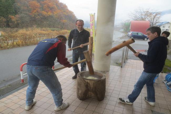 H26-11-23秋もち会餅つき3.jpg